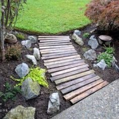 dsc DIY: Garden pallets walkway in pallet garden with Pallets Garden DIY Pallet Ideas