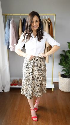 How to wear a leopard print skirt leopard print skirt leopard print skirt how to wear a slip skirt Four ways to style a leopard print skirt Style Casual, Business Casual Outfits, Casual Winter Outfits, Classy Outfits, Classy Style, Petite Outfits, Mode Outfits, Skirt Outfits, Modest Fashion