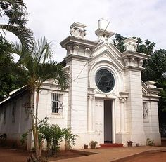 Maputo, Moçambique Synagogue Architecture, Colonial Architecture, Architecture Design, Maputo, Portuguese Culture, Jewish History, African Culture, Place Of Worship, Jazz