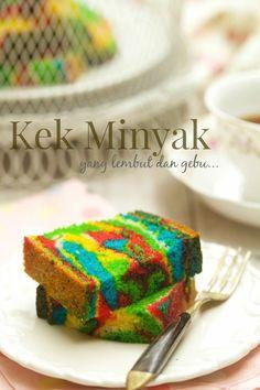 masam manis: Kek Minyak lembut dan mulus hasilnya.. sedap! Marble Cake Recipe Moist, Marble Cake Recipes, Cake Varieties, Malaysian Dessert, Resep Cake, Asian Cake, Snacks Dishes, Blueberry Desserts, Classic Cake