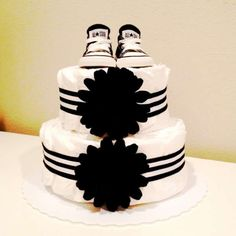 A simple and classy Chuck Taylor nappy cake. Baby Cakes, Small Diaper Cakes, Diy Diaper Cake, Diy Diapers, Baby Shower Diapers, Baby Boy Shower, Baby Shower Gifts, Baby Gifts, Diaper Cakes Tutorial