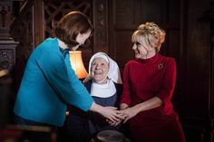 Christmas Special 2017 - Sister Monica Joan was one of the first women to qualify as a midwife in Britain. Now retired and suffering from dementia, she lives full time at Nonnatus House and is a She is the beloved mentor of all in Nonnatus House. Drama News, Bbc Drama, Helen George, Masterpiece Theater, Call The Midwife, British Things, Uk Tv, Pride And Prejudice, Great Movies