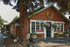 The Log Cabin Motel in Pinedale, Wyoming http://www.tripadvisor.com/Hotel_Review-g60533-d667717-Reviews-The_Log_Cabin_Motel-Pinedale_Wyoming.html