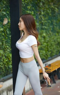 Sexy Asian Girls, Beautiful Asian Girls, Gorgeous Women, Yoga Pants Outfit, Girls Are Awesome, Curvy Girl Fashion, Athletic Women, Leggings Fashion, Asian Woman
