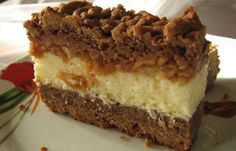 Strouhané kakaové řezy s kokosem a jablky | NejRecept.cz Polish Desserts, Polish Recipes, Czech Recipes, Ethnic Recipes, Easy No Bake Desserts, Food Cakes, Sweet Cakes, Food To Make, Cake Recipes