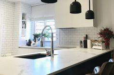 Cocina Blanca Dekton Aura Bar, Table, Furniture, Home Decor, Kitchen White, Kitchens, Decoration Home, Room Decor, Tables