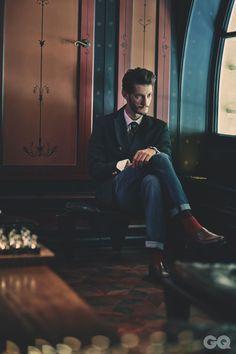 Serie mode l'homme le plus style au Palais-Royal avec Pierre Niney
