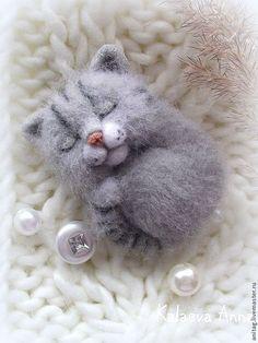 """Купить Спящий котенок-брошь """"Безмятежность"""" - серый, котик, кот, киса, спящий кот, котоброшь"""