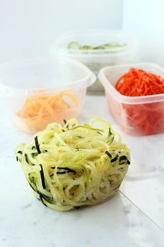 How to Store Zucchini Noodles and Spiralized Vegetables Ground Rules: Storing Spiralized Vegetable Noodles Veggetti Recipes, Zoodle Recipes, Spiralizer Recipes, Vegetable Recipes, Paleo Recipes, Low Carb Recipes, Cooking Recipes, Rachel Ray, Vegetable Noodles
