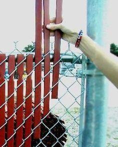 50 интересных идей для дачи, или Куда деть ненужные вещи - Ярмарка Мастеров - ручная работа, handmade Painted Chain Link Fence, Chain Link Fence Privacy, Chain Link Fence Cover, Chain Link Fencing, Black Chain Link Fence, Chain Fence, Lattice Fence, Privacy Fences, Fence Slats