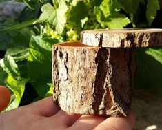 Items similar to Wooden ring box - Engagement ring box - Rustic wedding - Jewelry storage - Gift for her - One of a kind - Acacia - Eco-friendly on Etsy Holiday Wood Crafts, Christmas Crafts For Gifts, Beach Wood Signs, Wood Pallet Signs, Wooden Ring Box, Wooden Rings, Outdoor Wood Table, Natural Wood Kitchen Cabinets, Rustic Wedding Jewelry