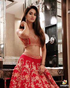 Bollywood fashion 694117361300016382 - Disha Patani Source by pmojotm Bollywood Actress Hot, Bollywood Girls, Beautiful Bollywood Actress, Most Beautiful Indian Actress, Bollywood Stars, Bollywood Fashion, Beautiful Actresses, Bollywood Cinema, Indian Celebrities