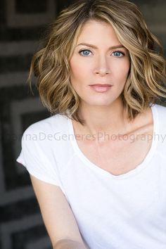Gillian Vigman is a really great actress, I love this modern simple #headshot of her. #suburgatory #newgirl