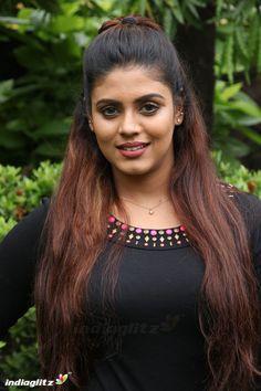 Indian Actress Photos, South Indian Actress, Indian Actresses, South Actress, Bollywood Hairstyles, Indian Hairstyles, Bollywood Girls, Bollywood Actress, Sneha Actress