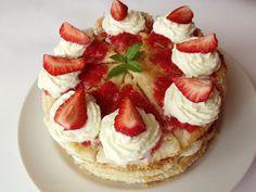 Hozzávalók: 20 cm átmérőjű tortához  500 g mirelit leveles tészta 500 g eper ( vagy más gyümölcs ) 2-3 evőkanál cukor 300 ml tejszín 1… Waffles, Cheesecake, Food And Drink, Breakfast, Cukor, Amp, Morning Coffee, Cheesecakes, Waffle