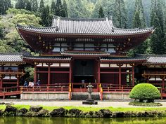 Taking Day Trips and visiting local attractions Byo-do Temple in Kaneohe, Oahu. Oahu Beaches, Local Attractions, Day Trips, Temple, Mansions, House Styles, Outdoor Decor, Home Decor, Decoration Home
