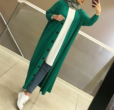 Casual Hijab Outfit, Hijab Chic, Hijab Dress, Muslim Fashion, Modest Fashion, Chic Outfits, Fashion Outfits, Modele Hijab, Mode Shoes