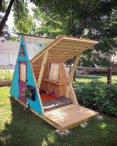Cabane en palette pour enfant : 24 réalisations originales Pallet Playhouse, Playhouse Outdoor, Pallet Patio, Playhouse Plans, Diy Pallet, Pallet Storage, Outdoor Pallet, Pallet Ideas, Pallet Projects