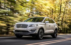 Lincoln gave everyone a Thanksgiving surprise by pulling the covers of its new 2019 Lincoln MKC. The luxury crossover has a new design, tech and attracts a lot of buyers from competitors.