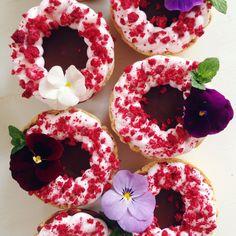 Earl Grey and Milk Chocolate Truffle Tarts with Raspberry Marshmallow