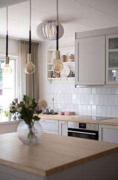 Dad's Kitchen, Kitchen Decor, Ikea Kitchen Lighting, Küchen Design, House Design, Cleveland House, Scandinavian Kitchen, Interior Inspiration, Home Kitchens
