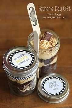 Father's Day gift idea: Chocolate peanut butter brownie dessert in a jar Chocolate Peanut Butter Brownies, Peanut Butter Desserts, Chocolate Gifts, Chocolate Desserts, Chocolate Cake, Easy Father's Day Gifts, Fathers Day Gifts, Gifts For Kids, Jar Gifts