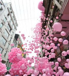 The release of masses of pink balloons in honor of April Fools in Istanbul!