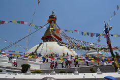 Buddha Stupa im Herzen von Kathmandu. Anlässlich des Vesakh Festes geschmückt.