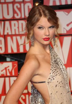 red lips makeup taylor swift