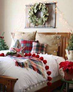 10 idee per decorare la zona notte per Natale Farmhouse Christmas Decor, Christmas Home, Farmhouse Decor, Christmas Trees, White Christmas, Christmas Outfits, Vintage Farmhouse, Homemade Christmas, Modern Farmhouse