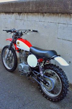 Cars Discover Amazing scrambler motorcycle ideas - kindly visit our article for many more suggestions! Enduro Vintage, Vintage Motocross, Vintage Bikes, Vintage Motorcycles, Custom Motorcycles, Custom Bikes, Moto Enduro, Enduro Motorcycle, Motocross Bikes