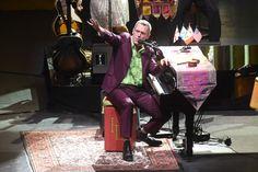 Hugh Laurie (el actor que sale de Dr.House) tiene un grupo que se llama Hugh Laurie and The Copper Bottom Band y tocaron en el Auditorio Nacional.10 de junio de 2014, México DF