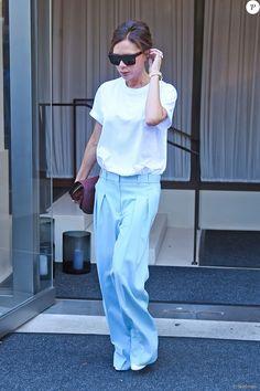 Victoria Beckham et son fils Romeo quittent l'hôtel New York EDITION à New York, pour se rendre à l'US Open. Le 30 août 2017.