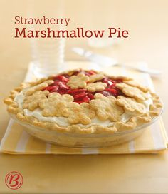 You only need five ingredients to make this fun and fluffy award-winning pie, topped with creative pie crust cutouts and juicy strawberries! Creative Pie Crust, Pie Recipes, Dessert Recipes, Recipies, Yummy Recipes, Lemon Icebox Pie, Pie Crust From Scratch, Marshmallow Creme, Marshmallow Slice