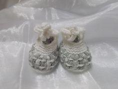chaussons bébé chauds tricotés en laine layette grise et blanche : Mode Bébé par bebelaine