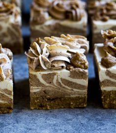 Cinnamon bun raw cheesecakes