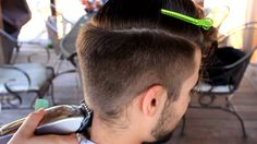 Tá ai um estilo que funciona para o homem moderno e estiloso. É pratico, atual e muito garboso. Aproveite, se inspira aí! #Haircut #Undercut #Style #CombinaComSandalo