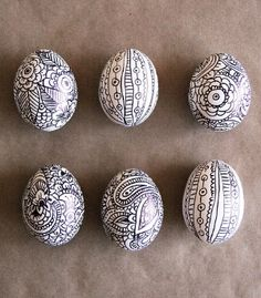 Craft : Ten Super Cute Easter Gifts To Make. Doodle design easter eggs. Easter ornament idea - place in a basket.