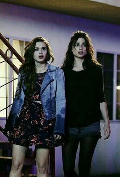 allison argent and lydia martin – teen wolf i miss alisson ;( allison argent et lydia martin – loup adolescent Teen Wolf Allison, Teen Wolf Mtv, Teen Wolf Dylan, Teen Wolf Cast, Dylan O'brien, Lydia Martin Style, Lydia Martin Outfits, Teen Wolf Fashion, Teen Wolf Outfits