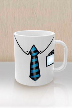 Al parecer esta taza se tomó muy en serio lo que dicen de que la presentación es la llave que te abre todas las puertas en el mundo tanto laboral como personal porque está muy coqueta con una corbata rayada en color azul y negro, una taza digna de un gran hombre emprendedor. Con Brillo y de excelente calidad Se entrega con una pequeña caja individual para su fácil manejo y envió Capacidad en liquido : 11oz.-330 ml. Medidas aproximada : 8.2cm x8.2 cm x 9.5cm Peso individual : 400 gramos Golden Design, Painted Flower Pots, China Sets, Color Azul, Clay Crafts, Mug Cup, Sharpie, Barn Wood, Fathers Day