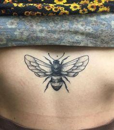 Wrist Tattoos Quotes, Wrist Tattoos For Guys, Finger Tattoos, Body Art Tattoos, Sleeve Tattoos, Honey Bee Tattoo, Bumble Bee Tattoo, Insect Tattoo, Tatuagem Sak Yant