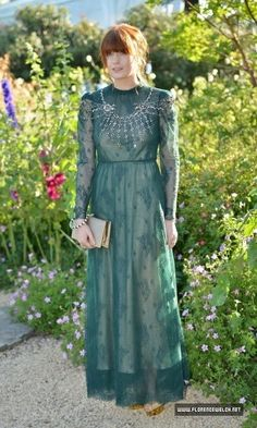 Florence Welch media gallery on Coolspotters. See photos, videos, and links of Florence Welch. Florence Welch Style, Celebrity Style Inspiration, Celeb Style, Vogue, Green Dress, Style Icons, Boho Fashion, Beautiful People, My Style