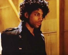 prince-purple-rain-jacket-goes-up-for-auction--1462284408-view-0.jpg (460×374)
