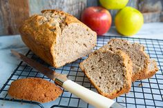 This easy, quick and deliriously spicy apple bread is a fabulous way to bake using apples! Perfect for breakfast and tea time! Loaf Bread Recipe, Quick Bread Recipes, Apple Recipes, Cake Recipes, Dessert Recipes, Healthy Recipes, Apple Scones, Apple Bread, Apple Cake