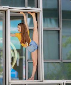 Amazing Gymnastics, Gymnastics Photos, Gymnastics Girls, Dance Photography Poses, Gymnastics Photography, Ballet Poses, Dance Poses, Girls Fashion Clothes, Girl Fashion