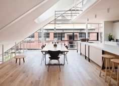 Melbourne-based architect and interior designer Clare Cousins created Moor Street apartment, a creative design studio as well as a private residence. Lofts, Clare Cousins, Warehouse Living, Interior Architecture, Interior Design, Spring Home Decor, Open Plan Kitchen, Big Houses, Tiny Living