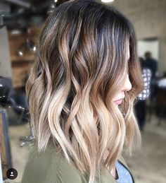 Want to upgrade your hair color? Then you need to try a balayage. Here, 20 gorgeous balayage hair looks that will inspire your next salon visit. Blond Ombre, Balayage Hair Blonde, Balayage Highlights, Brown Highlights, Balayage Color, Short Balayage, Ombre Bob, Long Bob With Ombre, Red Hair Long Bob