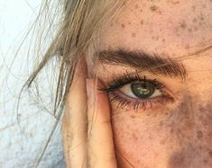 Flawless freckles shared by Liebeerlin on We Heart It Blonde Hair Freckles, Freckles Girl, Blonde Hair Girl, Blonde Green Eyes, Dark Green Eyes, Girl With Green Eyes, Green Hair, White Blonde, Green Eyes