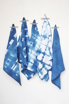 We're sharing some new shibori techniques in our DIY Shibori Indigo Cloth Napkins tutorial. Loving the results, loving the deep blue and the patterns!