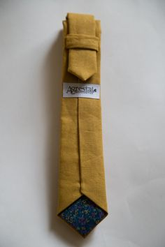 Mustard yellow linen skinny tie par AgrestalAccessories sur Etsy